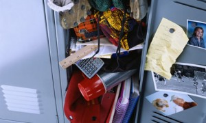 messy-locker-001